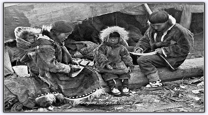 1917 yılında bir Inuit ailesi