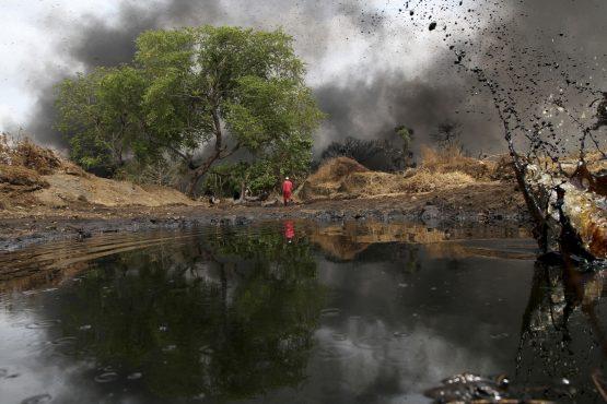 Dadabili boru hattı, Nijerya, 2 Nisan 2011 ham petrol sızıntıları (Afolabi Sotunde/Reuters)