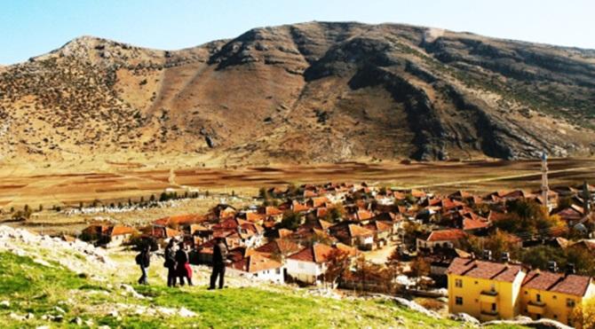 Antalya Elmalı'ya bağlı Gölova (Müğren) mahalleye dönüşen 16 binden fazla köyde sadece biri