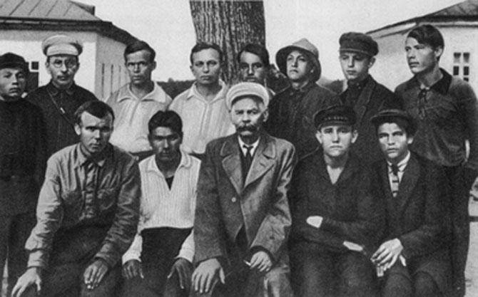 Gençliğinde bir Gorki hayranı olan Makarenko'nun öğrencilerini Gorki'yle buluşturması...