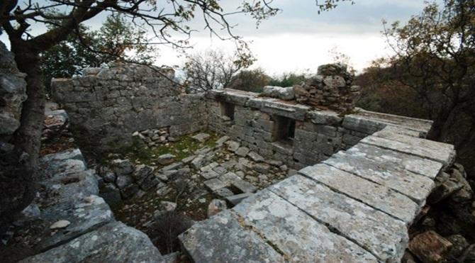 antik kent ve tarihi dinsel yapı kalıntıları