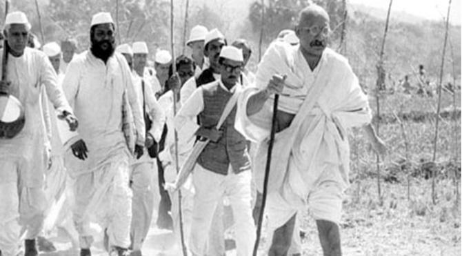 GANDHI: Şiddetsiz Değişimin Öncüsü