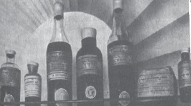 Uyuşturucu Maddeler İnhisarı tarafından toz ve ekstre halinde satışa sunulan Morfin şişeleri