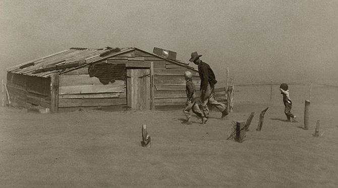 Farmer_walking_in_dust_storm_Cimarron_County_Oklahoma2