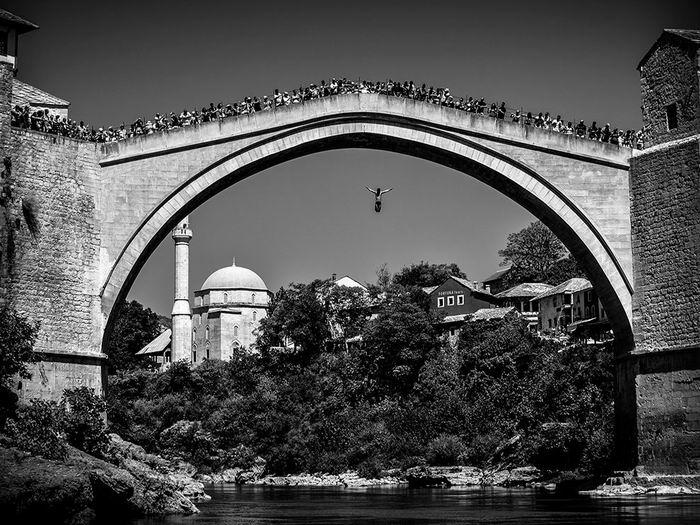bridge-jumping-bosnia-herzegovina_82047_990x742