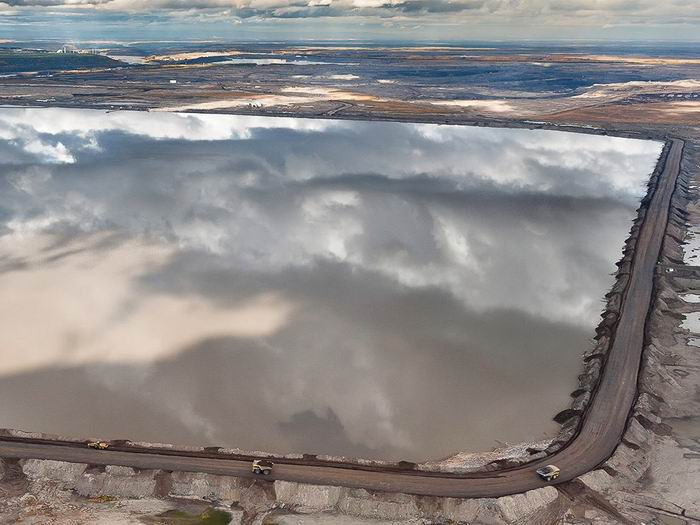 tailings-ponds-canada-lenz_84063_990x742