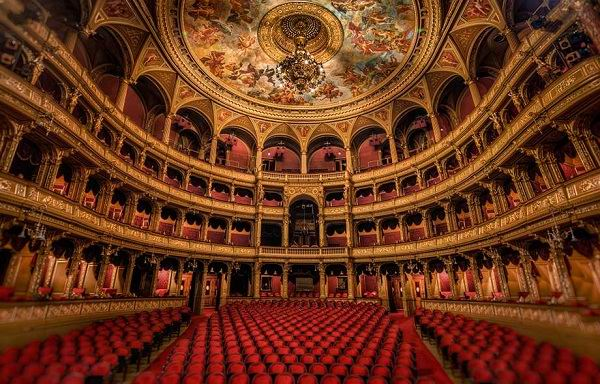 Hungarian-State-Opera-House-Budapest-iç-mekan