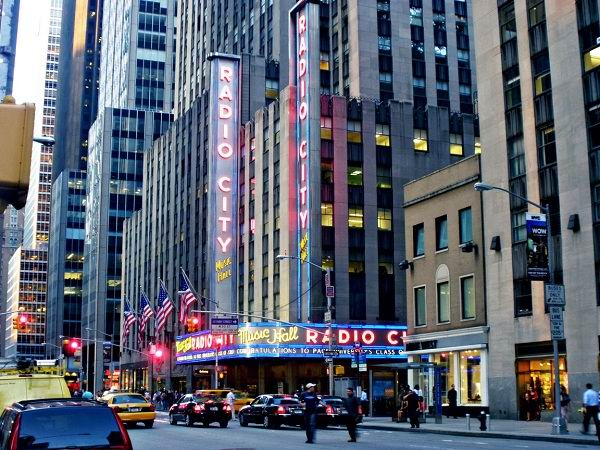 RADIO-CITY-MUSIC-HALL-NEW-YORK-CITY