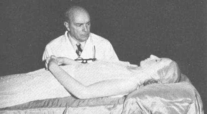 Eva'nın mumyası ve Dr. Pedro Ara/ 1953-55