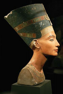 Nefertiti Büstü /M.Ö. 1350 civarı / Berlin Mısır Müzesi / Almanya