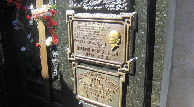 Recoleta Mezarlığı  Evita'nın mezar şilti