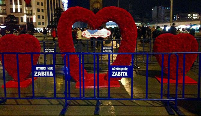 taksim_meydanı_14_şubat_kalpleri