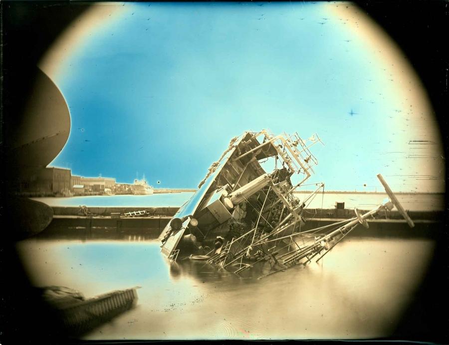 26 Nisan, 2011, Onahama, Iwaki, Fukuşima Gecelerimizin Aynası serisinden, 2011. Arai Takashi/Museum of Fine Arts, Boston
