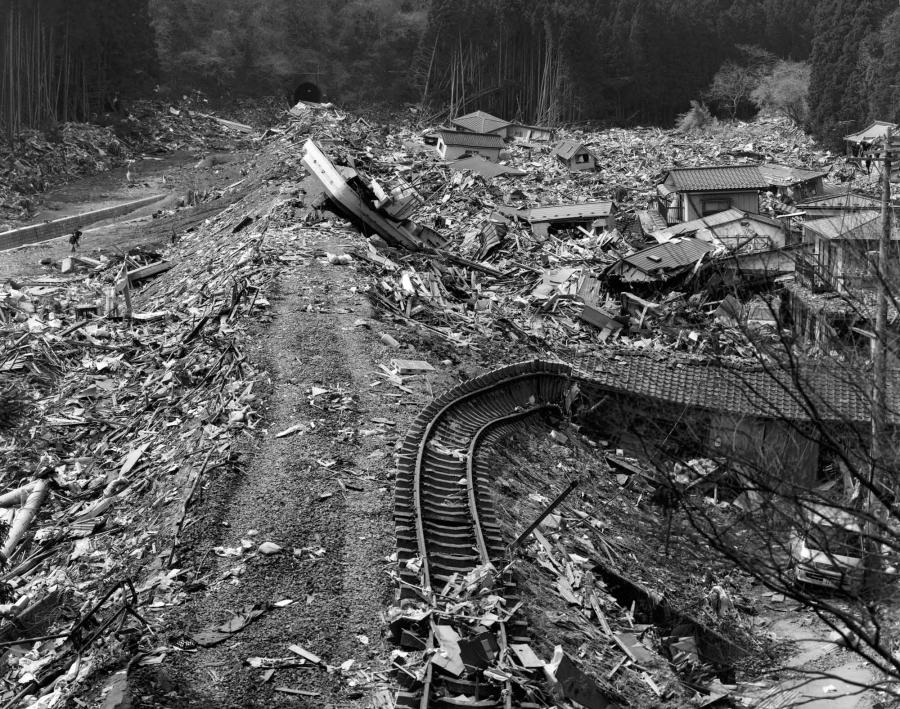 2011:04:02, Minamisanriku, Motoyoshi, Kuzey depremi ve Tsunamisi'nden sonra , 2011. Miyoshi Kōzō/Museum of Fine Arts, Boston