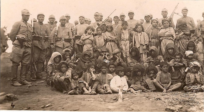 Turkish_soldiers_and_local_people_of_Dersim_region