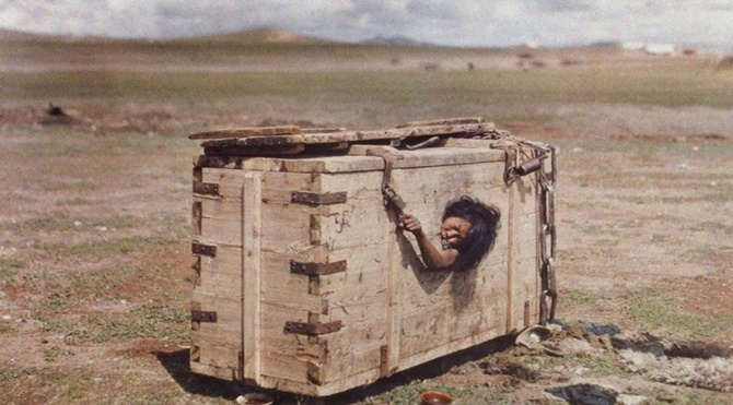 açlıktan-ölüme-mahkum-edilen-moğol-kadını