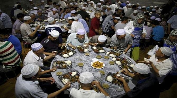 muslims_eat_meals_3346031b