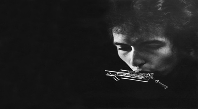 bob-dylan-with-harmonica-by-daniel-kramer