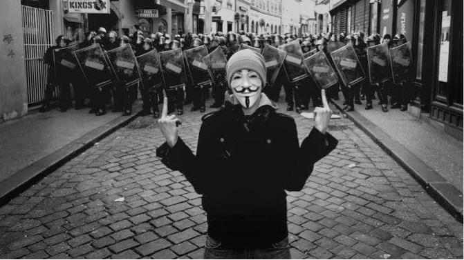 V for vandetta, polis, militarizm, halk Ayaklanmaları