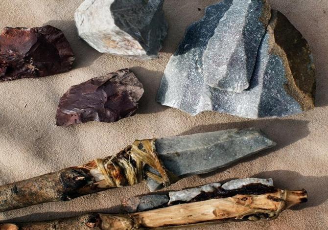 Antropolog Curtis Marean'a göre fırlatılmak üzere ilk Homo sapiensler tarafından yapılan ve Güney Afrika'daki Pinnacle Point'te bulunan bu silahlar, insanlığın işbirliği yapma becerisinin göstergesi. Fotoğraf: Per-Anders Pettersson, Getty Images.