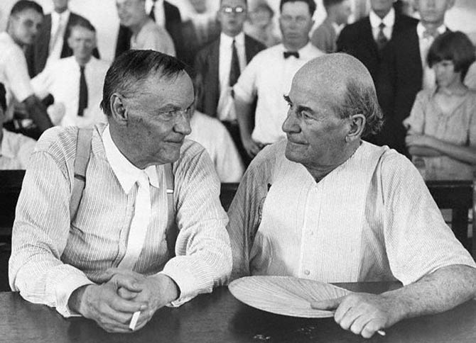 Clarence_Darrow_and_William_Jennings_Bryan_during_the_Scopes_Trial_maymun_davası_davasi