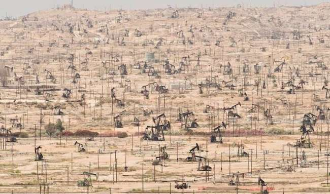 Kern Nehri petrol alanı. California, Amerika.