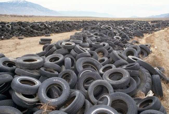 Nevada'da boşa çıkmış lastikler