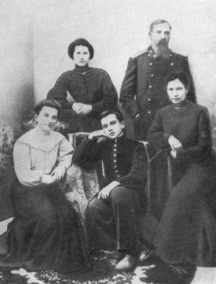 Mayakovsky ve ailes